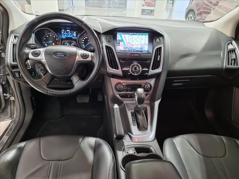 FOCUS   2.0 Titanium Hatch 16V  -      2014/2015   100000 km -      Flex   Cinza